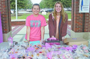 FEDERIKA HART/THE ARKA TECH: Hannah Dampier (left) and Blake Hurley participated in a bake sale for breast cancer awareness last week.